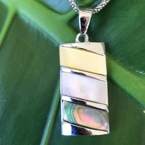 Mother of pearl silver tone pendant necklace